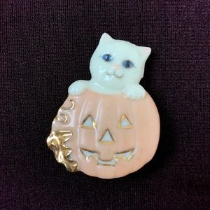 Lenox | white kitty cat carved pumpkin pin